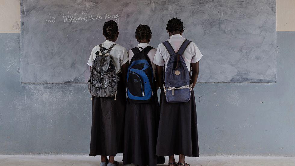 15-åriga flickor i Moçambique vittnar i ett SvD-reportage om hur lärare ofredar elever. Länk till reportaget finns i slutet av debattartikeln.