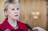 Moderaternas, Liberalernas och Centerns kräver besked om hur Sverige röstade när Saudiarabien valdes in i FN:s kvinnokommission. Margot Wallström (S), utrikesminister, lovar nu att ge ett svar under sekretess.