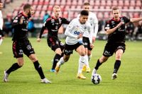 Romain Gall, vit tröja, är tillbaka i Örebro. Arkivbild.