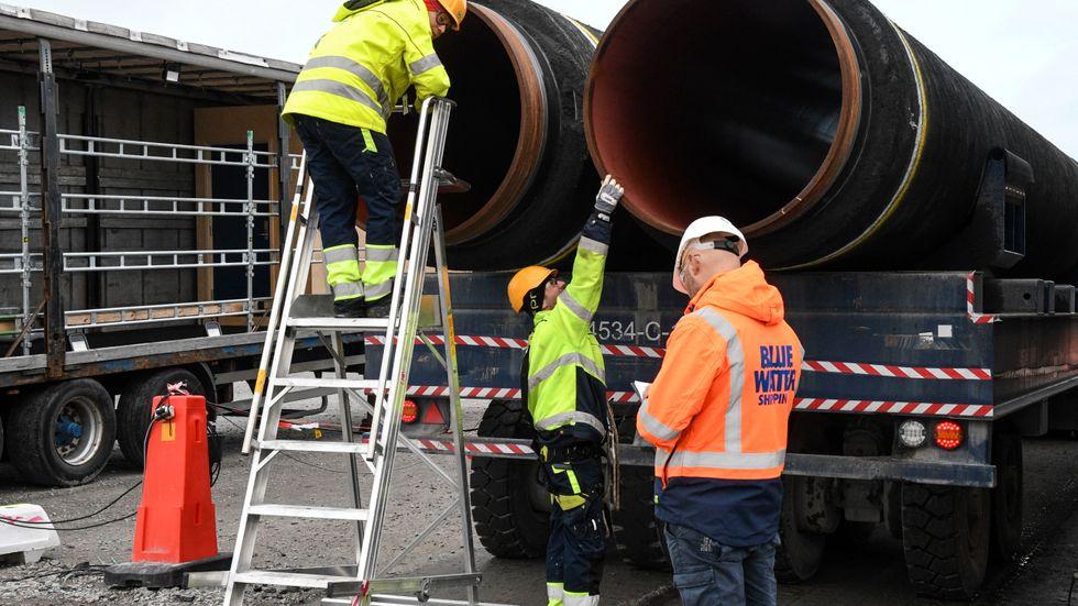 Nord Stream 2-rören har lagrats i Karlshamn inför slutmontering i Östersjön. Arkivbild.