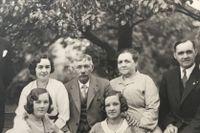 Släktbild på Söder 1932 (mer om fotot längre ner i artikeln).