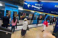 Det riskerar att bli trångt på tunnelbanans röda linje mot KTH och Stockholms universitet i höst.