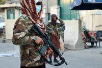 Talibaner vid en kontroll i Kabul.