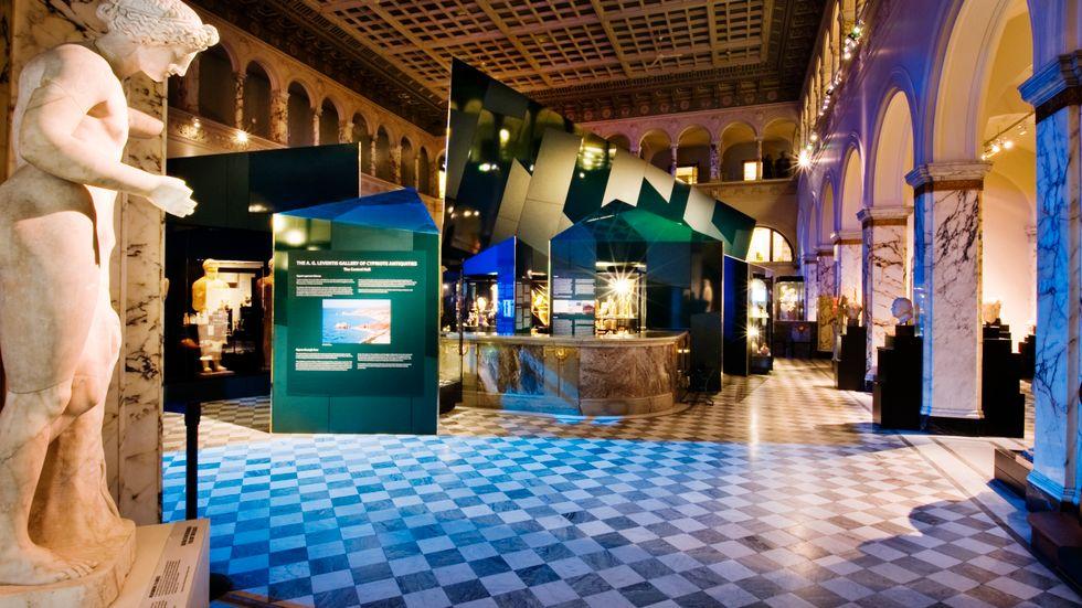 Medelhavsmuseet huserar i en före detta banklokal.