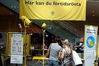 Röstningsutrymmet på Centralstationen i Stockholm. Något tiotal meter härifrån kampanjar Miljöpartiet, ända in på valdagen.