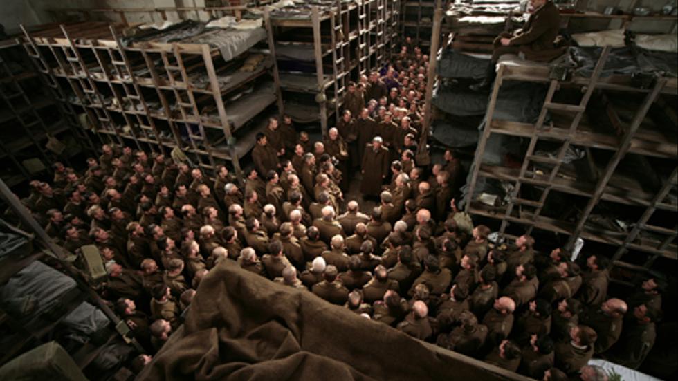 Mellan 15000 och 20000 polska officerare avrättades av Sovjetunionen vid andra världskrigets start. I Andrzej Wajdas film får vi följa dem från fånglägret till deras död.