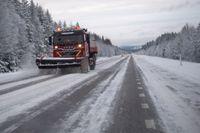 Snön fortsätter orsaka problem på flera håll i Sverige. Arkivbild.