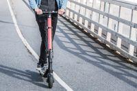 Studien tycks visa att motorfordon är inblandade i omkring 80 procent av dödsolyckorna som inträffar med cyklister och elsparkcyklar. Arkivbild.
