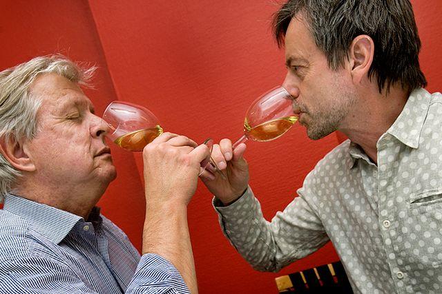 SvD:s vinskribent Mikael Mölstad och matskribenten Mats-Eric Nilsson testar och ger sin syn på saken.