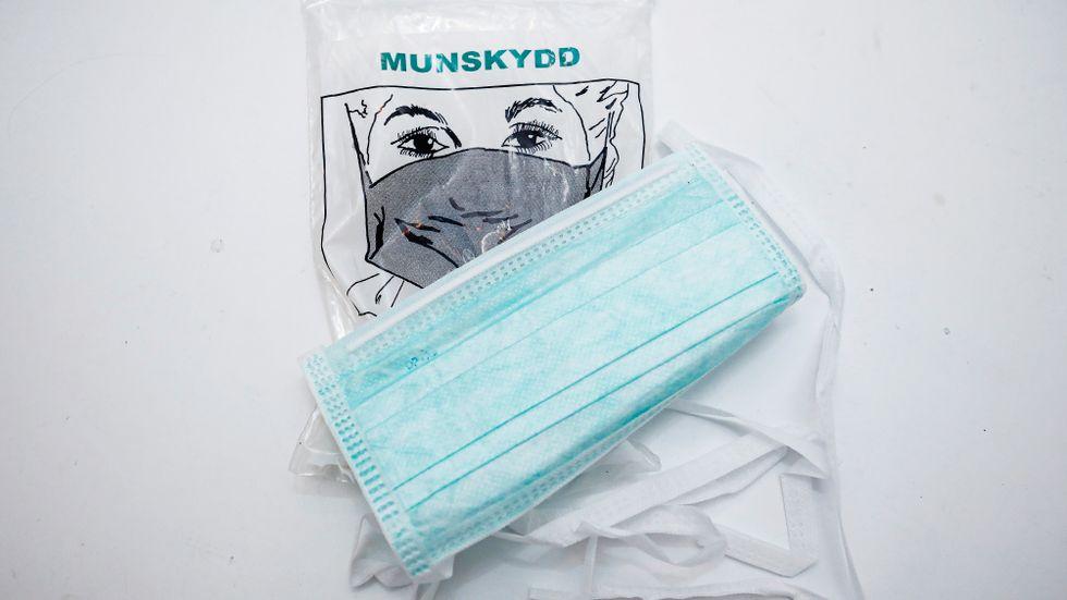 Munskydd säljs på Blocket trots förbudet.