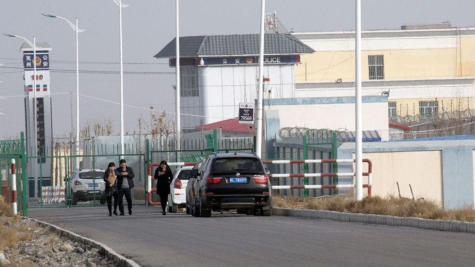 En polisstation i staden Artux i Xinjiang i Kina, arkivbild från 2018. Kina har fått internationell kritik för behandlingen av minoritetsbefolkningen i Xinjiang.