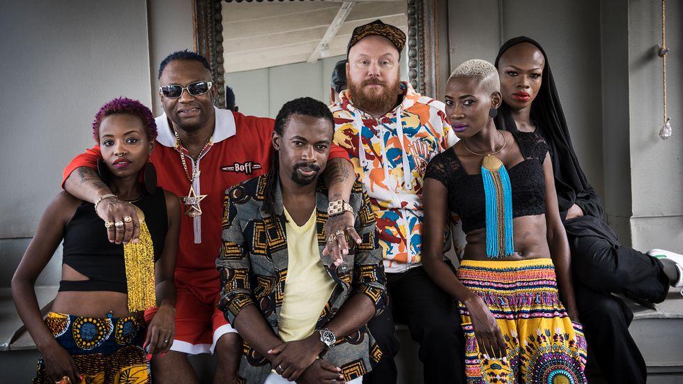 Rainbow Riots arbetar med hbtq-personer från Uganda och Jamaica: Nimo, Mista Majah P, Brayo Bryans, Petter Wallenberg, Madame J och Nomai. Arkivbild.