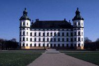 Skoklosters slott uppfördes av Carl Gustav Wrangel under 1600-talet, när den svenska adeln stod som starkast.