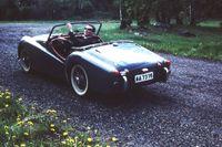 Årsmodell 57 av Triumph TR3 hade ny grill och 2-litersmotor på imponerande 95 hästkrafter.