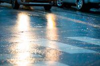 Underkylt regn orsakade många av olyckorna i norra Sverige under söndagen. Utsikterna för måndagen ser bättre ut, men Trafikverket uppmanar fortsatt trafikanter att vara försiktiga på vägarna. Arkivbild.