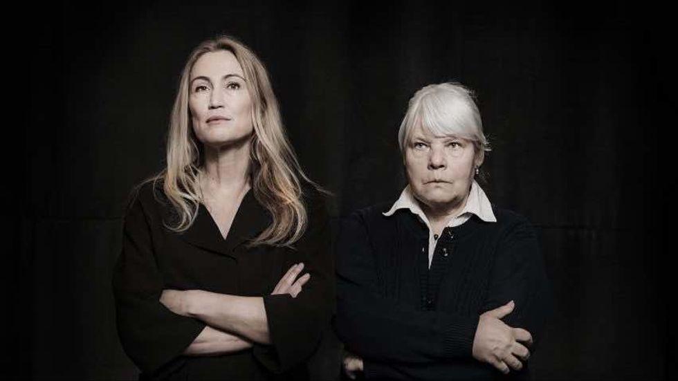 """Teresia Pettersson och Anki Larsson startade scenkonstkollektivet Ö2 för två år sedan, här i uppsättningen """"Starkaste fisken""""."""