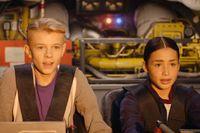 Marcus och Marina hamnar ombord på Albert Manns raket. Raketen för dem till Mars, genom svarta hål och 65 miljoner år tillbaka i tiden.