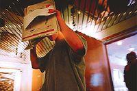 En ung flicka mötte tre äldre män på Stockholms central. Hon följde dem hem och blev våldtagen i så kallat hjälplöst tillstånd i Jordbro. Endast en av männen fälldes. Lagen måste ändras, skriver Thomas Bodström. Bilden visar gärningsmannen på väg in i rättssalen.Foto: JESSICA GOW/PRESSENS BILD
