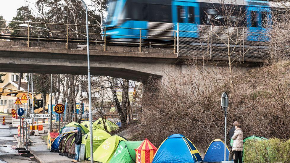 2015 köade bostadssökande i Hammarbyhöjden för att få köpa bostadsrätt. Om de som vill hyra gör detsamma blir kön 187 km.