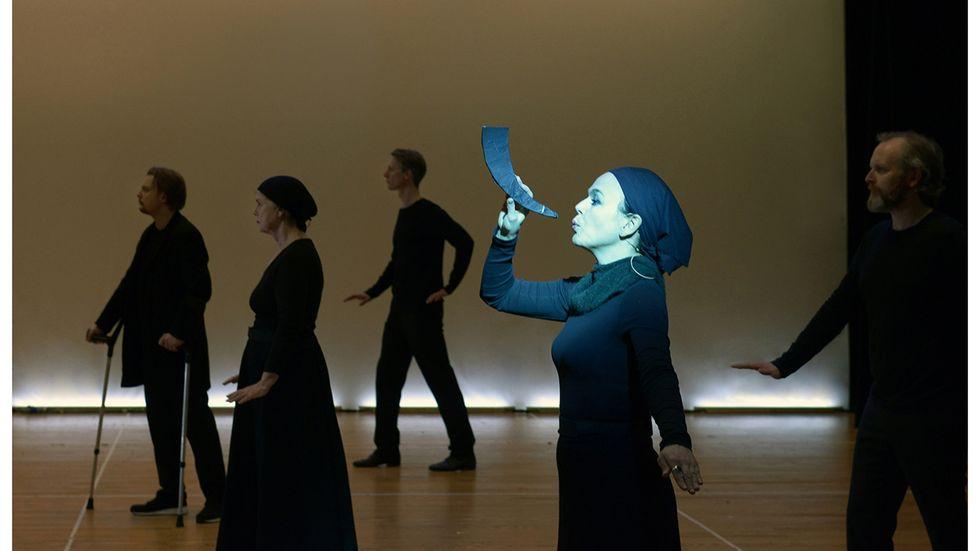"""""""Edda"""", Robert Wilsons uppsättning av Jon Fosses tolkning av de fornrodiska kvädena, kommer till Århus efter urpremiären i Oslo."""