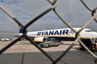 Arkivfoto av ett Ryanairplan på flygplatsen i tyska Weeze.