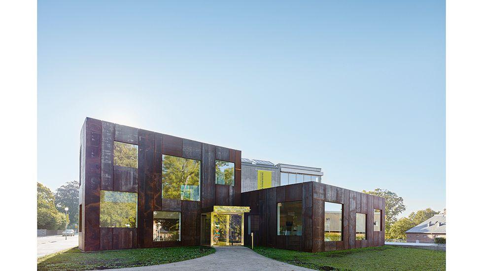 Skissernas Museums nya entrébyggnad med fasad av corténstål ritad av Elding Oscarson arkitekter.
