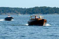 En motorbåt ska köras i antingen deplacement- eller planingsfart. Helst inget där i mellan.