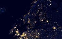 Organismer, städer och företag är alla uppbyggda av nätverksstrukturer. Satellitbild över ett nattligt Nordeuropa.