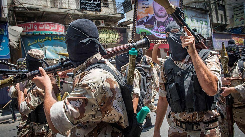 Islamiska jihadister marcherar på gatorna i Gaza city.