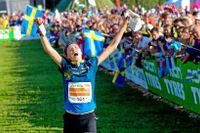 Tove Alexandersson löper mot sitt VM-guld i långdistans tidigare i år.