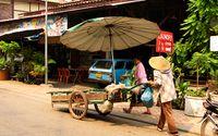 I Laos huvudstad kan den som vill skippa nudlarna och i stället äta lite franskt. Eller italienskt. Eller varför inte en svensk semla?