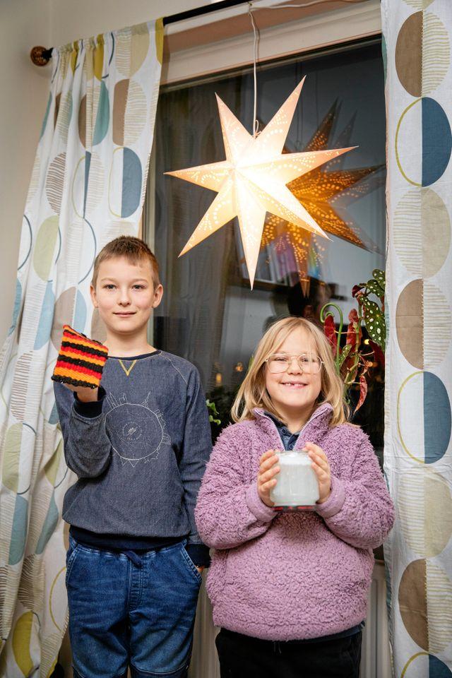 Varje år utser Svensk Handel årets julklapp. I år blev det stormköket, ett slags bärbart friluftskök. Även Blocket utser årets julklapp. I år blev det sällskapsspelet eftersom antalet begagnade sällskapsspel som sålts på just Blocket ökat med 35 procent jämfört med förra året.