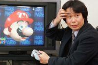 """Super Marios""-skapare Shigeru Miyamoto visar upp ""Super Mario 64"" 1997."