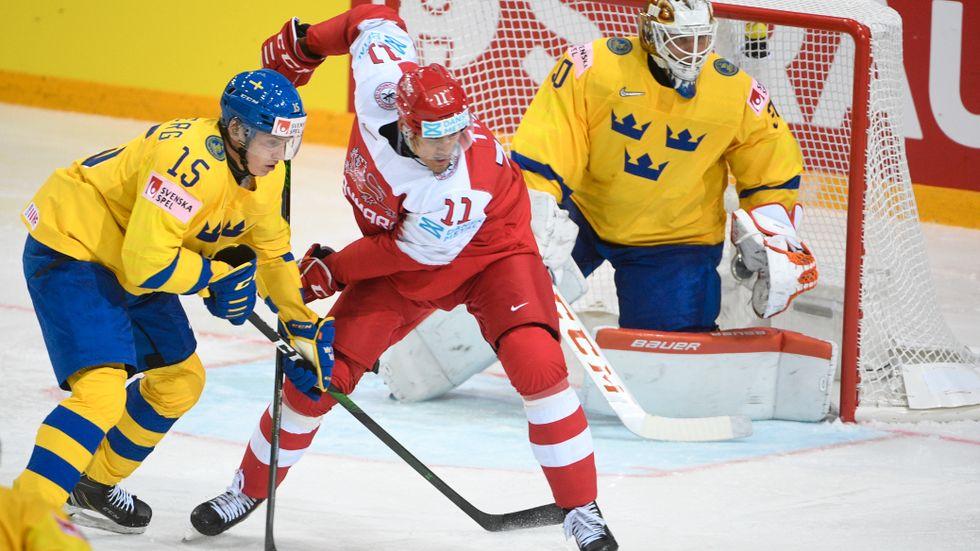 Det blev en tung start för Tre Kronor i ishockey-VM. Förlust mot Danmark.