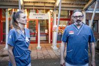 Sjuksköterskan Camilla Fernlund och överläkaren Boris Kan jobbar på infektionskliniken, Karolinska i Huddinge.