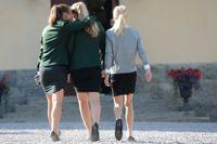Elever i skoluniform. Klädsel är del av skolans fostrande uppdrag, anser friskolan Jensen.