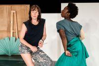 """Jenny Nilson och Brittanie Brown i """"Promise land"""" av Örjan Andersson och Helene Billgren. Verket hade premiär 2020 på Dansens hus i ett samarbete med Riksteatern."""