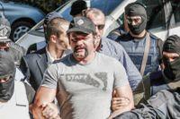 Ioannis Lagos från grekiska Gyllene gryning, förs bort av polis.