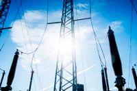 Bakom elräkningen finns både ett elnätsbolag och elhandelsbolag. Elnätet är ledningarna som transporterar elen hem till dig.