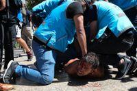 Polisen griper en man i samband med oroligheter när fans skulle ta farväl av Diego Maradona.