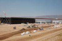 Teslas jättelika fabrik i Nevada-öknen i USA är under uppbyggnad. Northvolt planerar att bygga en motsvarighet i Europa. Arkivbild.