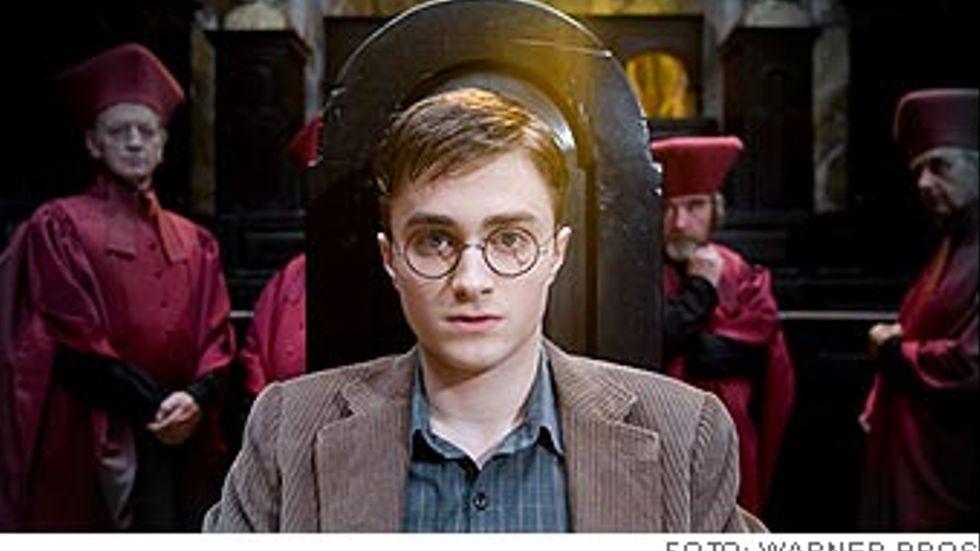 Daniel Radcliffe  spelar åter med den äran Harry Potter.