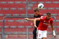 Robin Quaison, i rött, i en match med Mainz. Arkivbild.