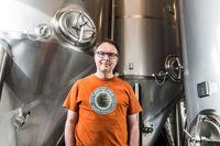 Ölentreprenören Björn Falkeström har ett gott öga till den malthaltiga drycken. Han började redan i tidiga tonåren att experimentera med att göra egen öl. Med mindre lyckat resultat. Men trägen vinner, i dag har hans ipa-öl tagit marknaden med storm och han planerar att fyrdubbla produktionen.