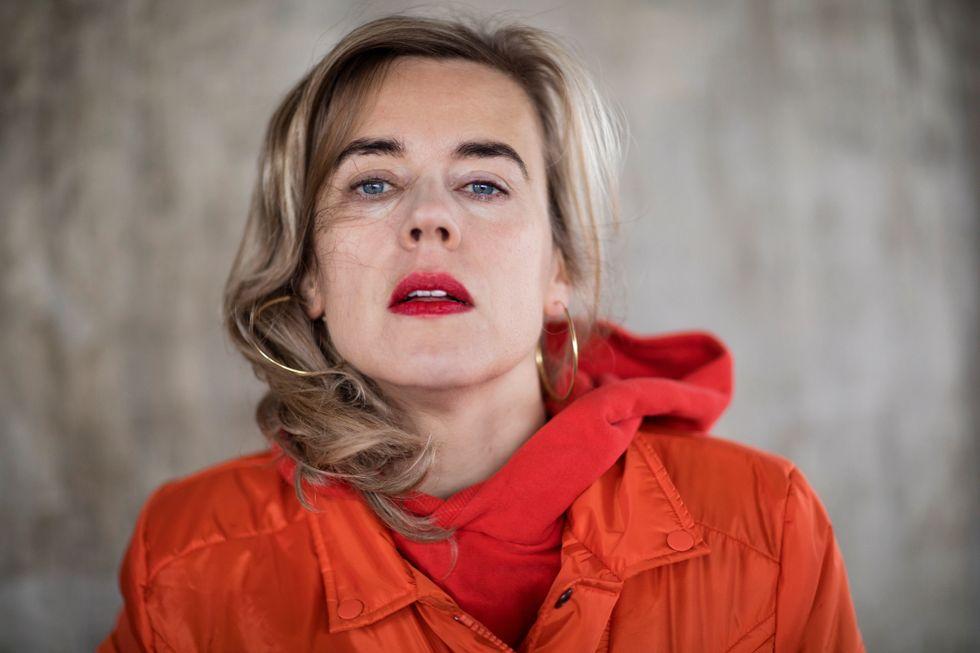 Annika Norlin är låtskrivare, musiker och författare. Under sina artistnamn Säkert och Hello Saferide har hon givit ut totalt sju album.