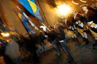 Nazister med fanor på Riddarholmen i Stockholm i november 2005.