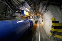 Partikelacceleratorn LHC i tunneln på Cern.
