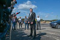 Elon Musk vid Teslas fabriksbygge utanför Berlin. Bilden är från i september.