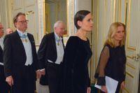 Den ständiga sekreteraren Sara Danius i spetsen för akademiledamöterna Katarina Frostenson, Horace Engdahl, Kjell Espmark och Klas Östergren på ett fotografi från Svenska Akademiens traditionella årliga högtidssammankomst 2015.