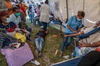 Invånare i Etiopiens huvudstad Addis Abeba köar till en mottagning för blodgivare på torsdagen sedan konflikten i Tigray blossat upp.